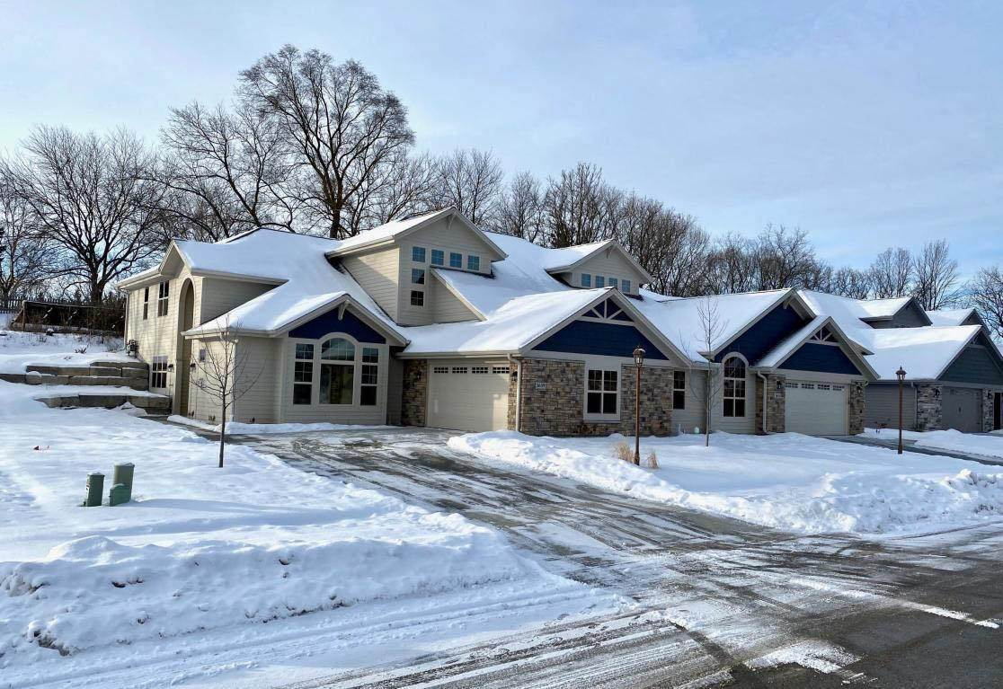 Condo / Townhouse for Sale at 3609 Hawthorn Hill Drive Waukesha, Wisconsin 53188 United States