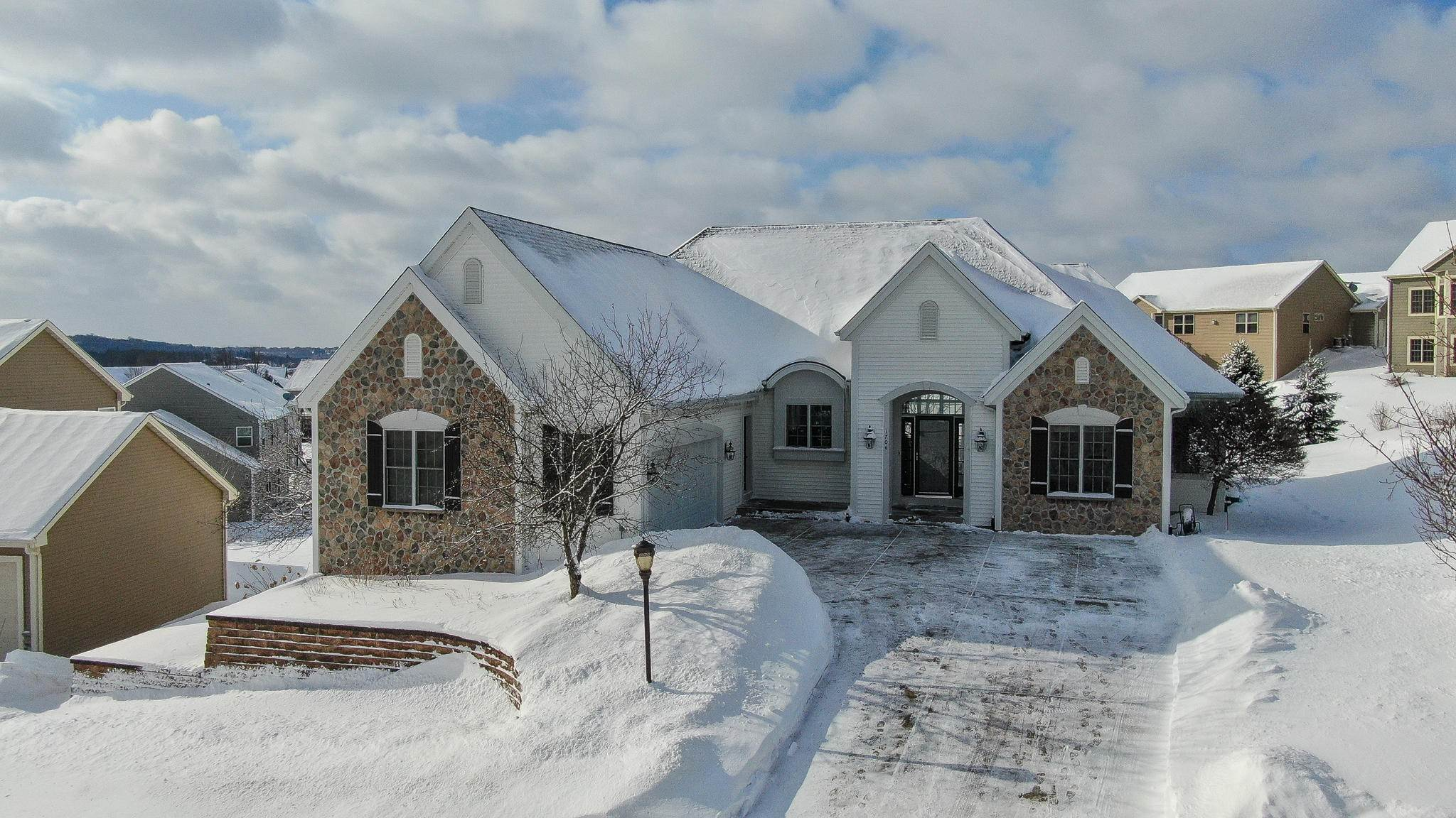 Single Family Homes for Sale at 1704 Glacier Ridge Road Waukesha, Wisconsin 53188 United States