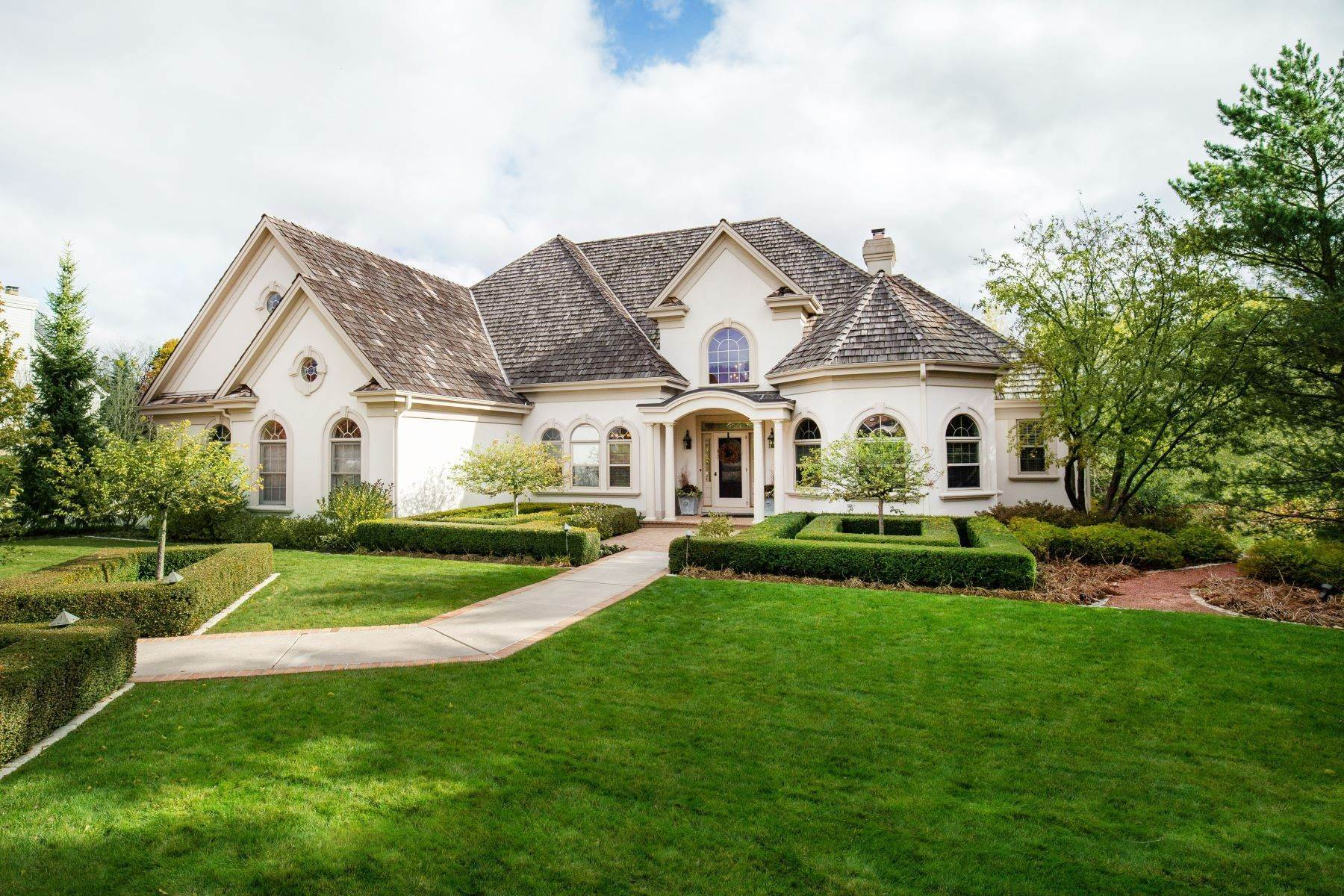 1. Single Family Homes at 10536 N. Gazebo Hill Pkwy E Mequon, Wisconsin 53092 United States