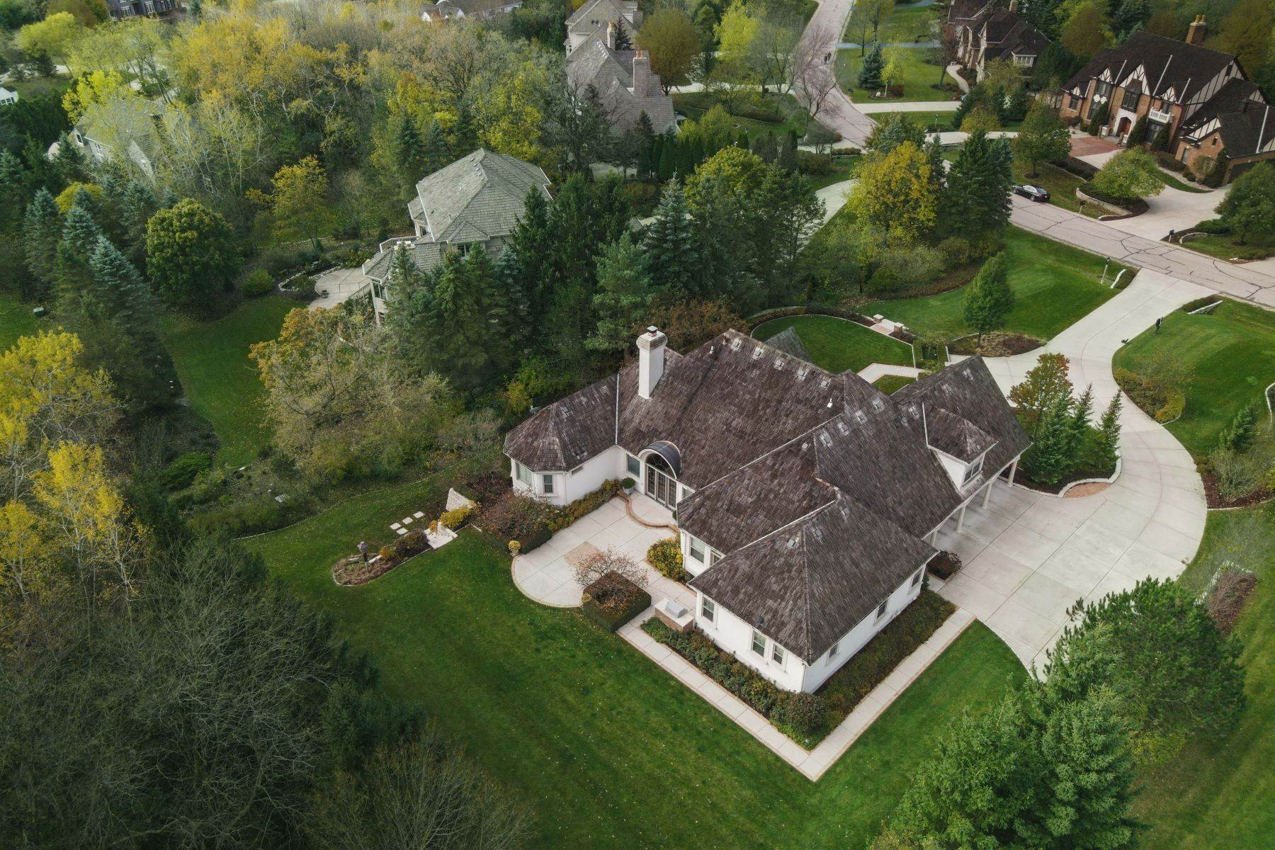 23. Single Family Homes at 10536 N. Gazebo Hill Pkwy E Mequon, Wisconsin 53092 United States